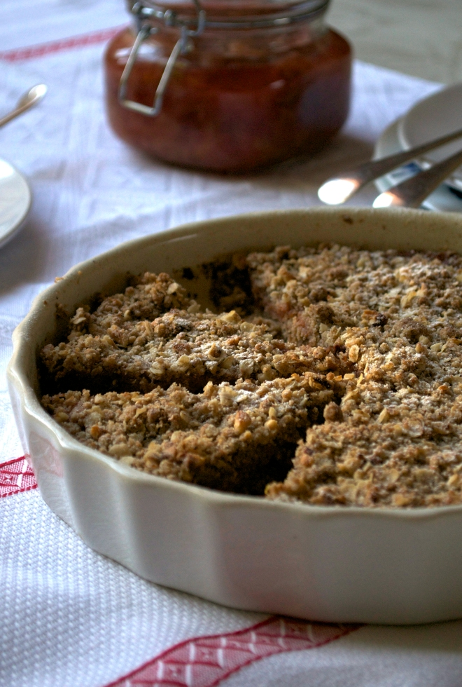 Vegan crumbly plum tart