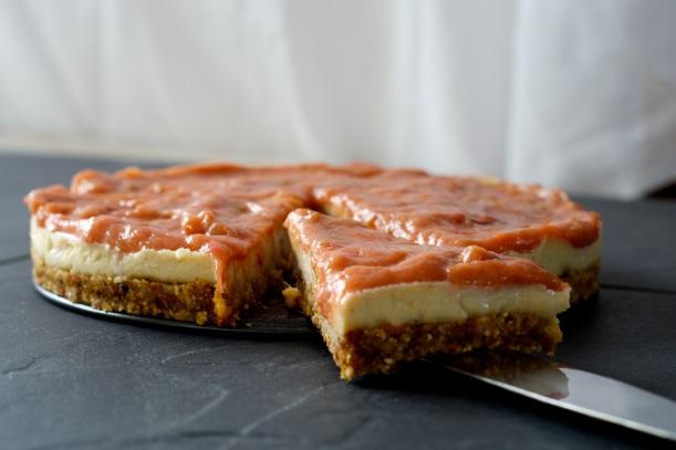 Rhubarb vegan cheesecake
